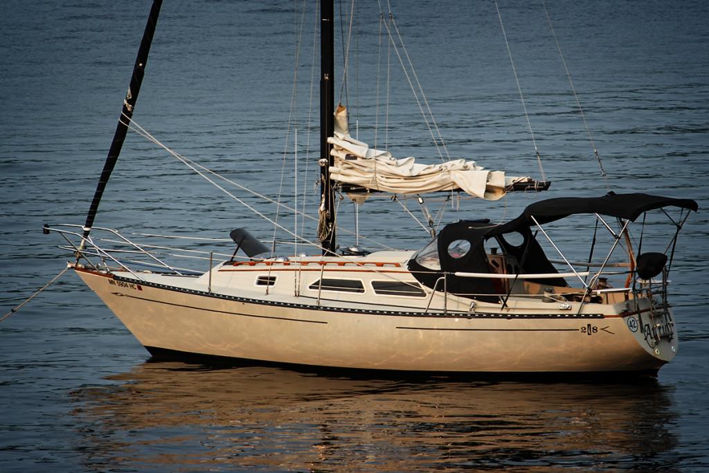 Islander 28 Anchored