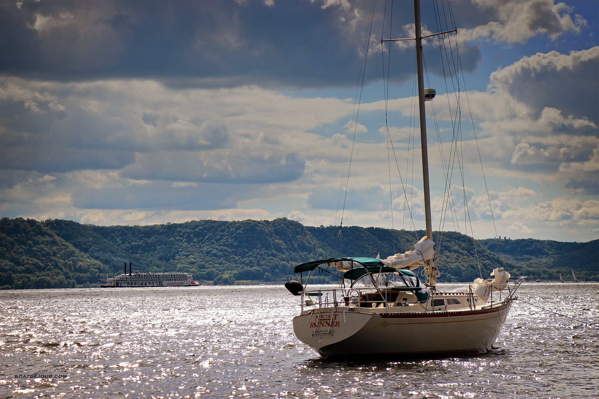 Islander 32 on Lake Pepin
